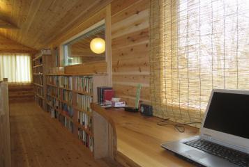セカンドハウスの内装,パソコンデスク
